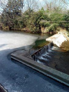 寒いはずだ! 川も凍ってる!!